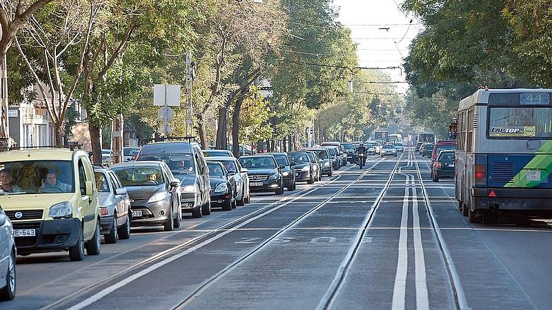 Súlyos baleset a Hungária körúton - hat jármű ütközött