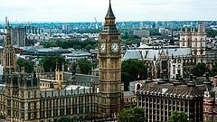 Gyorsított vízumot adna a csúcsfejeknek Boris Johnson