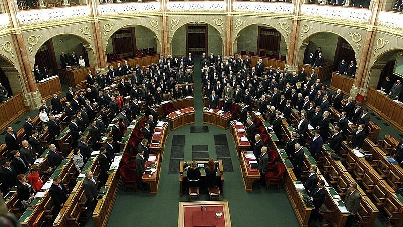 Többet akarnak a németek a magyar parlamenttől - itt a javaslat