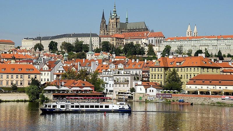 Zeman miatt megint áll a bál a cseheknél