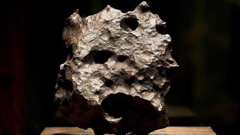 Londonban kiállítják a magyar nő által megtalált 4,5 milliárd éves meteoritdarabot