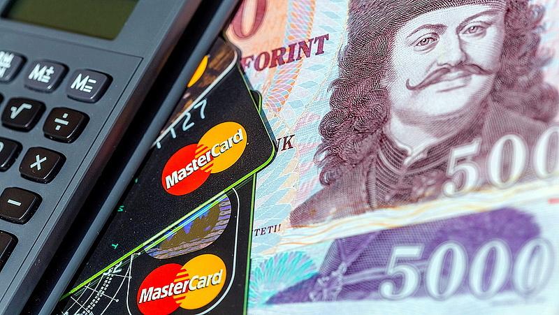Bankkártyákat vált le az OTP