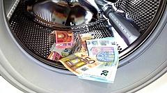 Hét magyarországi bankban lehet pénzt mosni