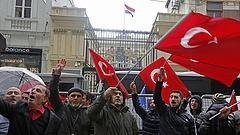 Csúnya pofonba szaladhatnak bele a törökök