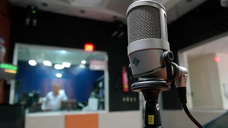 Versenytárs nélkül lehet országos rádiója Vajnáéknak