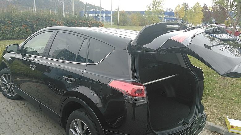 f97845b92f Mennyiért autózhat ezzel a Toyotával? - Napi.hu