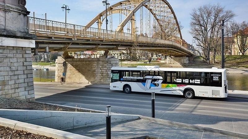 Egy hónap se kellett hozzá, de 680 buszjárat maradt ki Győrben