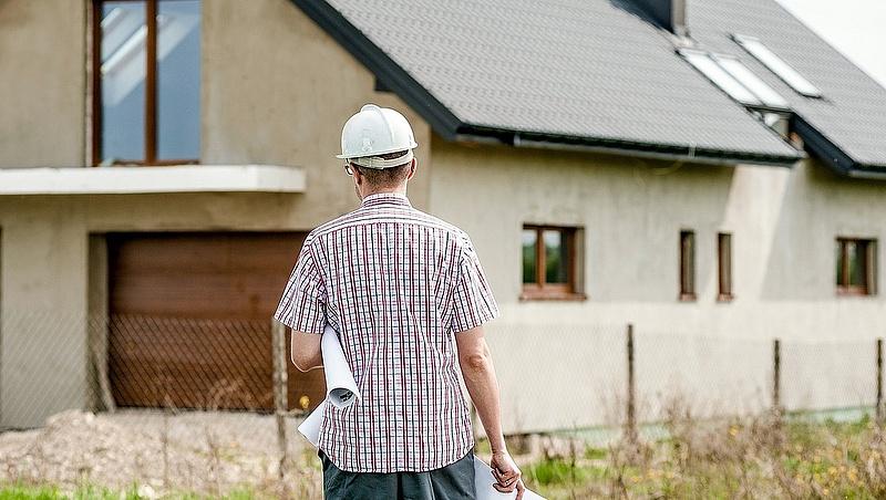 Akadoznak a magyar lakásépítések - ezért menekülnek sokan