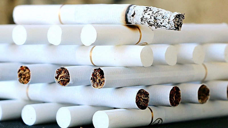 Kicsavarják a cigit a dohányosok kezéből?