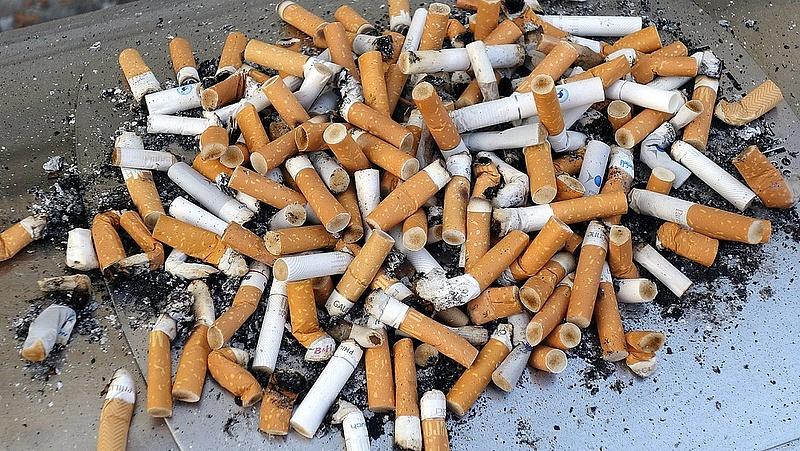 Így lehet kiütni a cigit az emberek szájából