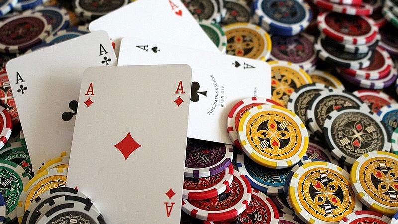Állami engedéllyel milliárdokat pókerezhetnek össze a szerencse fiai