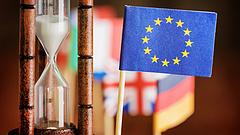 Kemény brexit esetén azonnal visszaáll a vámellenőrzés - figyelmeztet az EU