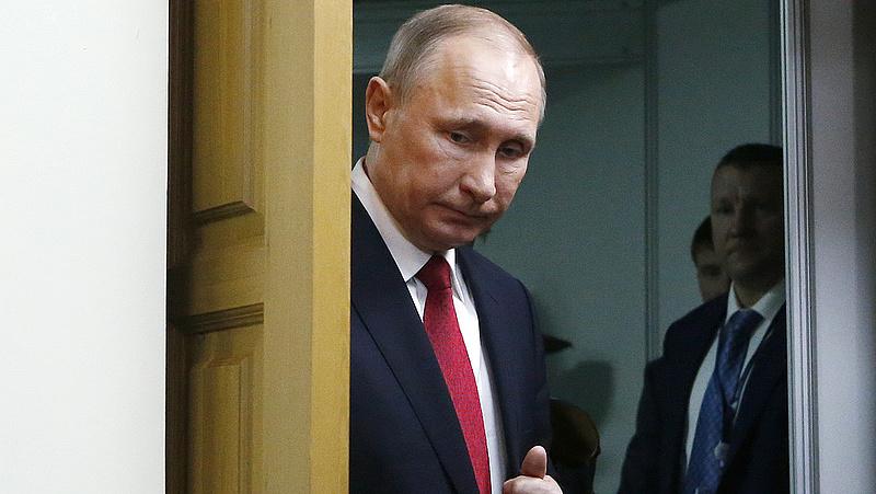 Hátba döfik Putyint?