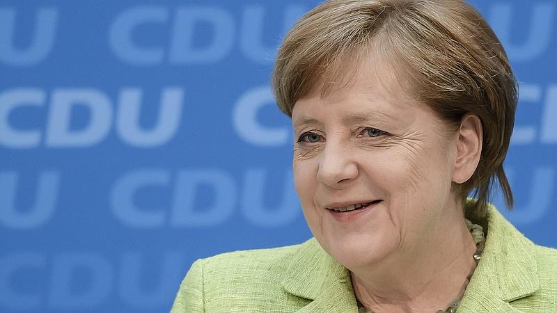 Próbálják megfejteni Merkel rejtett üzenetét