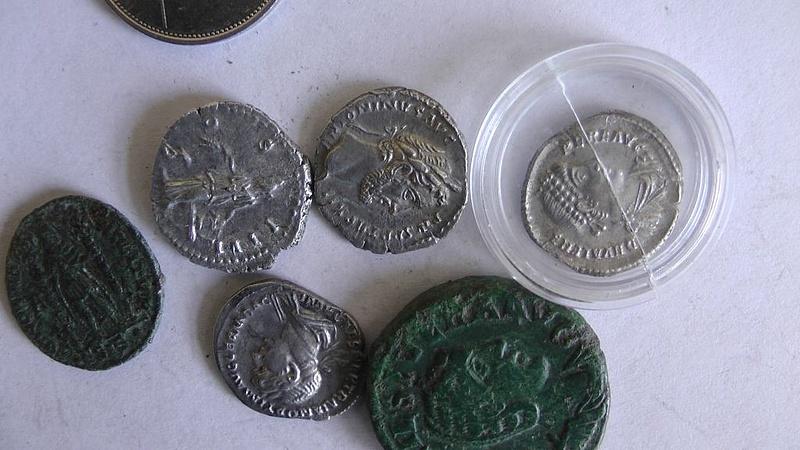 Több száz Árpád-kori érmét találtak