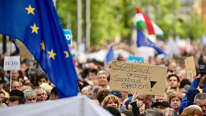 Orbán sokakat megsértett az ismert alkotmányjogász szerint