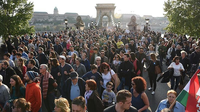 Újabb tüntetés jön, hidat és utakat zárnak le Budapesten