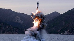 Hiába az újabb rakétateszt, lesz Trump-Dzsongun találkozó