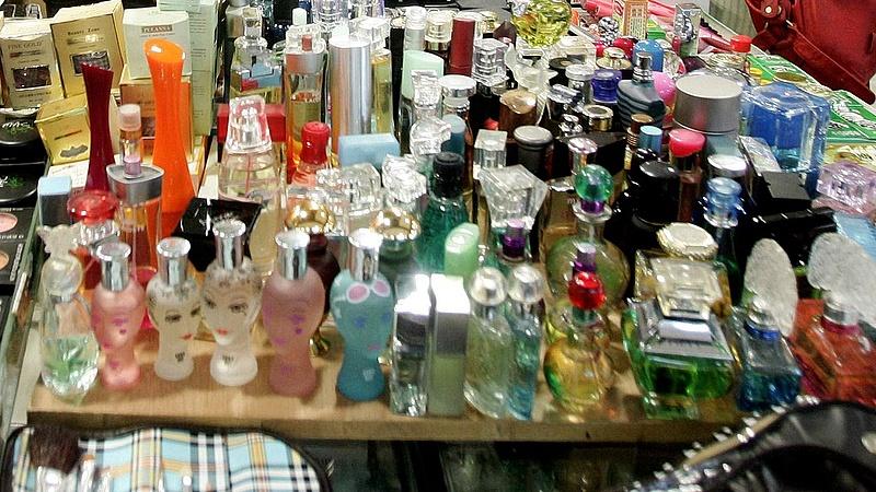 A csehek és a magyarok nyerik a régiós parfümháborút