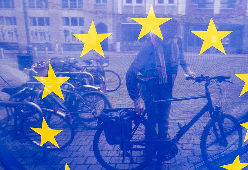 Felmérés: növekszik az EU-ba vetett bizalom