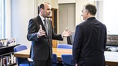 Weber üzent Orbán Viktornak