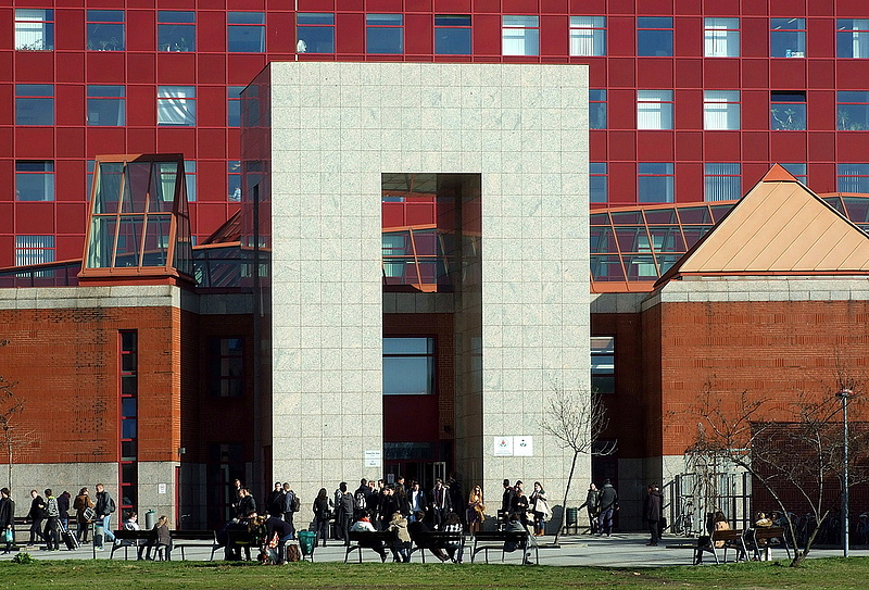Extra pénzt kaphatnak az ELTE diákjai