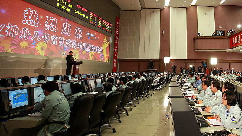 Kína csütörtökön három asztronautát küld az űrbe