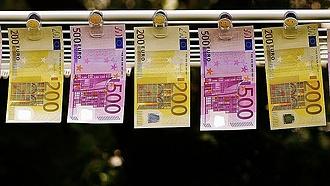 Be kell jelenteni a 10 ezer eurónál nagyobb készpénzmozgást