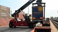 Vasútra teszik a Waberer\'s kamionjait