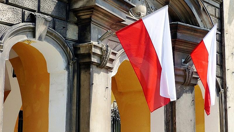 Keményen tartják magukat a lengyelek