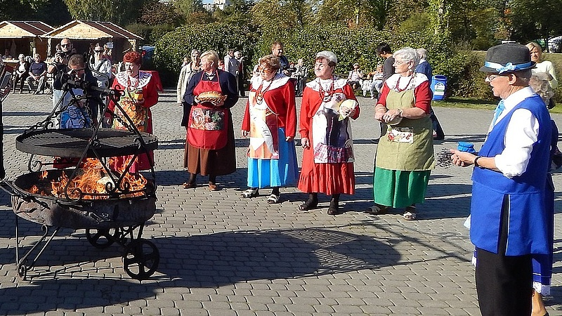 Válogatnak a bevándorlók közt a lengyelek