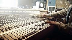 Egy kézbe került több vidéki rádiós frekvencia