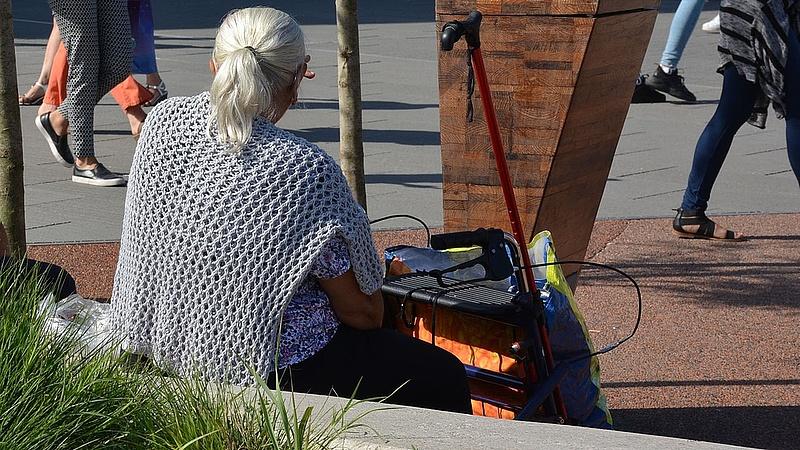Ellenzékiek mentenék meg a nyugdíjasokat