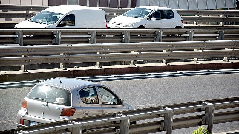 Hétfőtől sebességkorlátozás jön az M3-ason