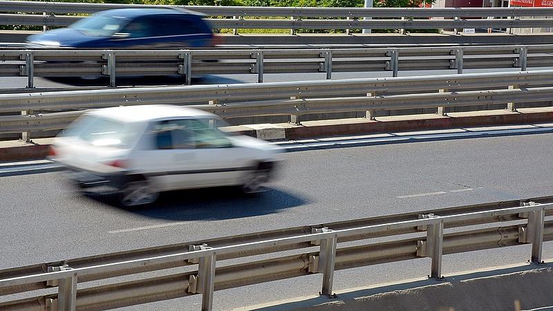 Csak ígérgeti a kormány az autósok rezsicsökkentését?