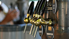 Továbbra is imádja a sört az emberiség