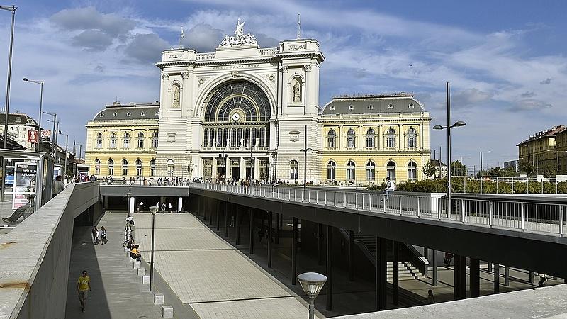 Láthatatlan erő taszítja a boltosokat a Keleti pályaudvarnál