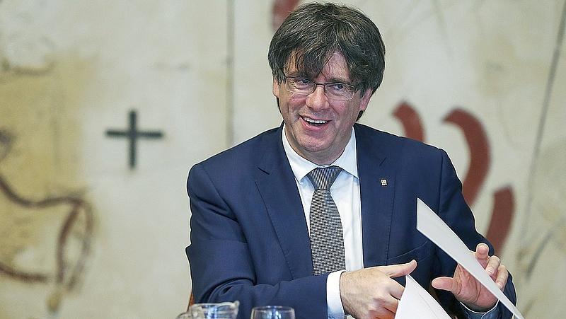 A katalán elnök megkeverte a lapokat