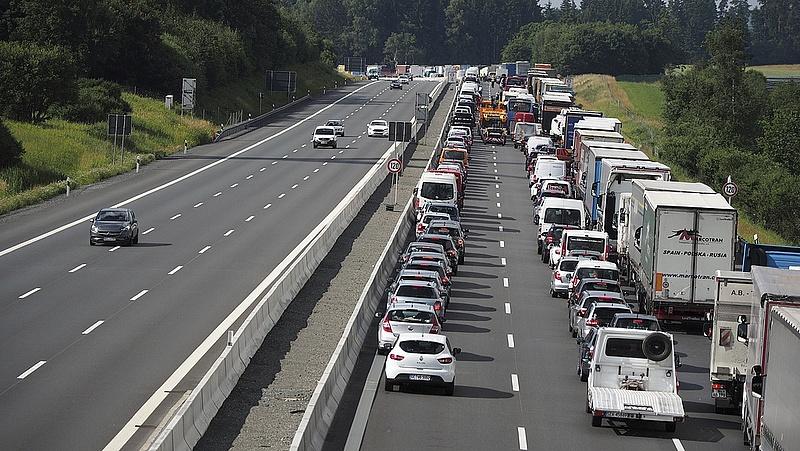 Autósok figyelem! Lezárták az M7-est Balatonkeresztúrnál