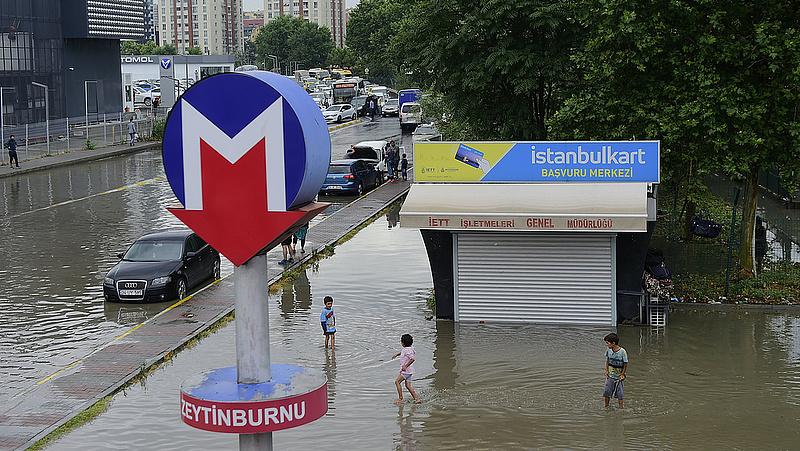 Brutális vihar csapott le Isztambulra