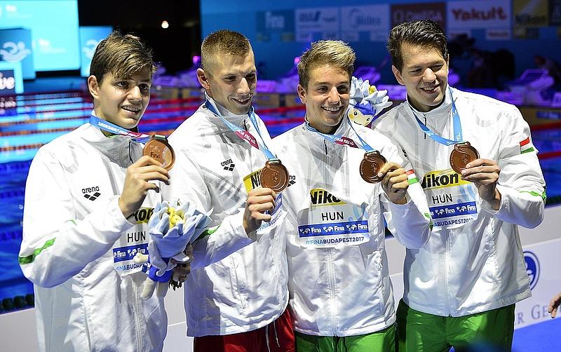 Mennyit pénzt kapnak az úszóvébé magyar sztárjai?