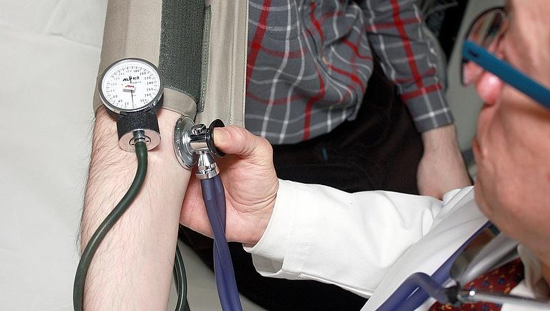 Megjött a NAV tájékoztatása: aki beteg, ennyit kap havonta