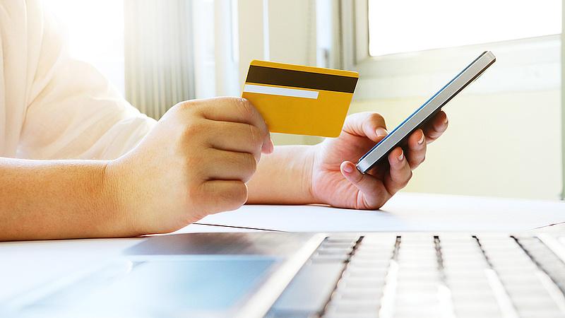 Nagy változás készül a bankkártyás fizetésnél - pofont kaphat a Mastercard és a Visa