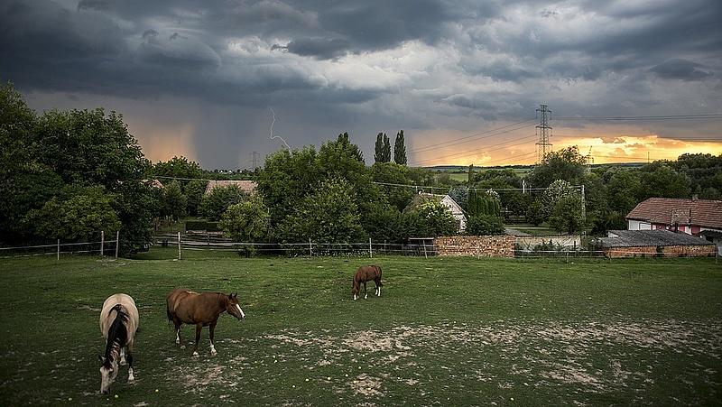 Itt a vihar: egyre több megyére adnak ki riasztást (frissített)