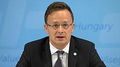 Fityiszt mutatnak Orbánék Merkelnek