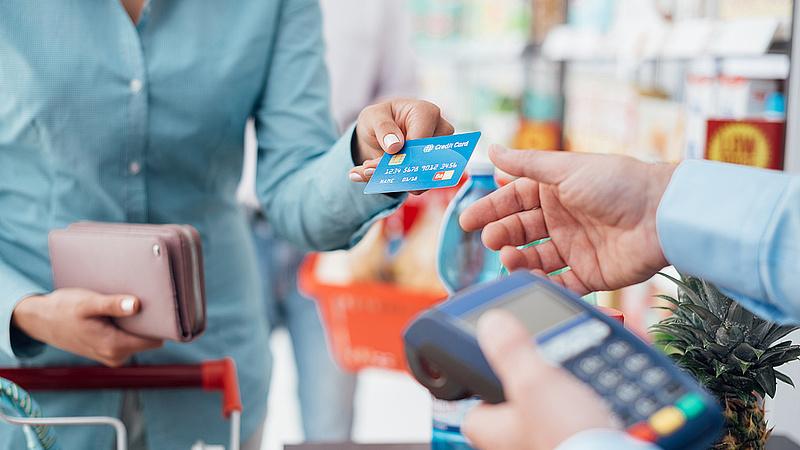 Felfüggesztették a bankkártya-elfogadóhelyek létesítését ösztönző programot