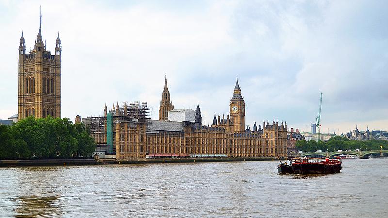 Felgyorsul a brexit - újra vitázhat a parlament