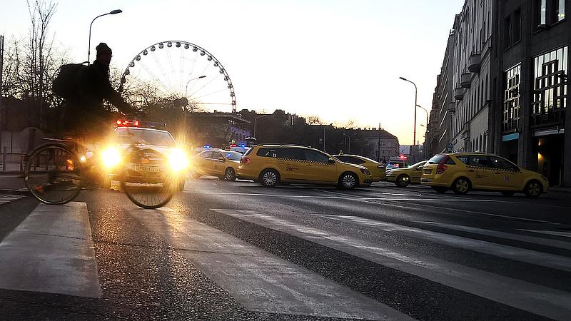 Ez az igazság a taxis áremelésről - nem lesz boldog