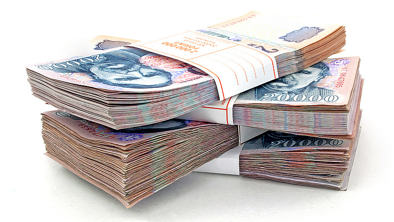 Több száz milliárd forint vesztette el közpénz jellegét a kormány pénzosztásával