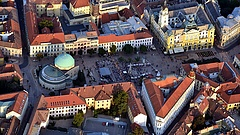 A kormány kisegíti Pécset